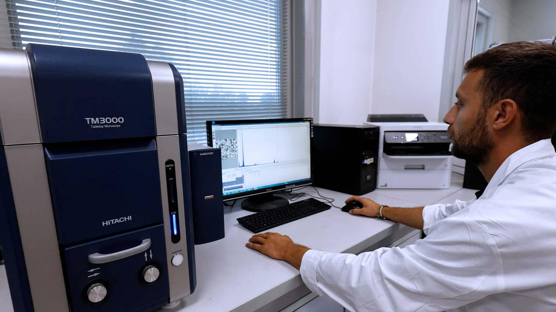 Il laboratorio R&D e il reparto di produzione